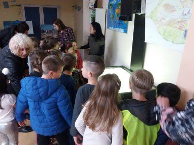 ПГ 6 на посещение в Детски отдел на библиотека Бургас - ДГ Звездица-Зорница - Бургас