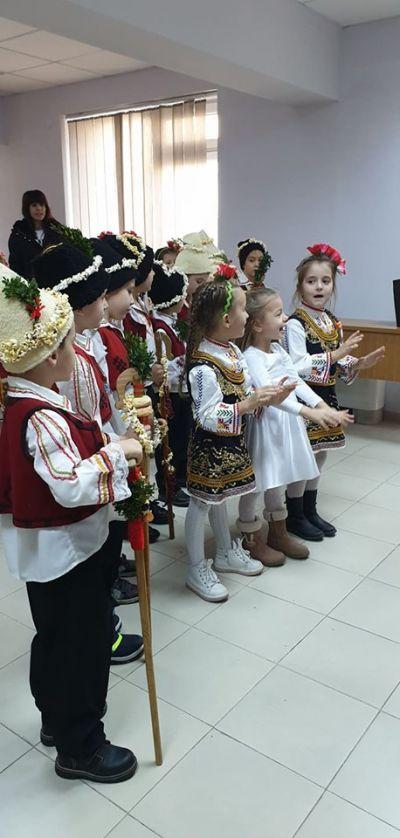 """""""Коледуване"""" - ПГ6 група """"Калинка"""" - ДГ Звездица-Зорница - Бургас"""